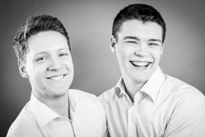 Teenager-lachen-Fotostudio-blendenspiel
